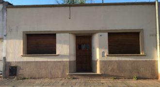 Casa con excelente ubicación ideal para inversión