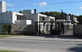 Casa en barrio privado Solariegas