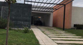 EN VENTA CASA DE TRES DORMITORIOS – SOLES DEL OESTE