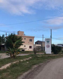 EN VENTA CASA – BARRIO CASTELLI 1